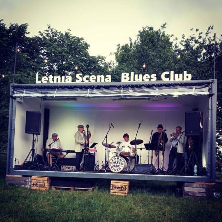 W parku Kolibki zlokalizowana jest Letnia Scena Blues Clubu, na której codziennie odbywają się koncerty.