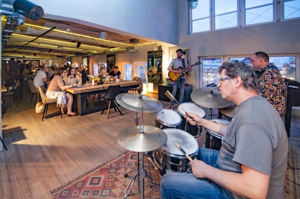 Letnie wieczory z jazzem na żywo w Walterze to podwójna uczta - muzyczna i kulinarna.