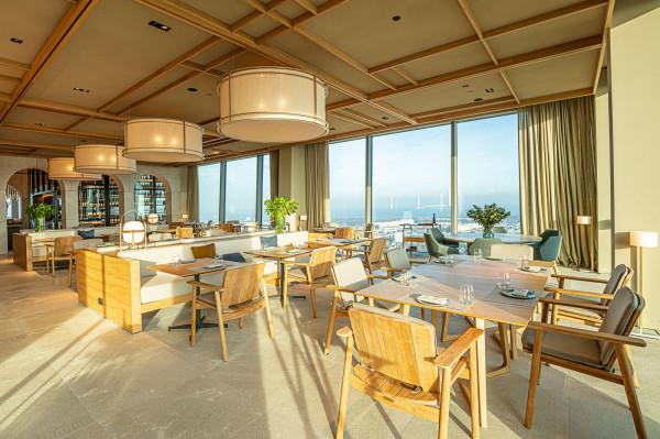 Restauracja Trienta y Tries znajduje się na 33. piętrze wieżowca Olivia Star.