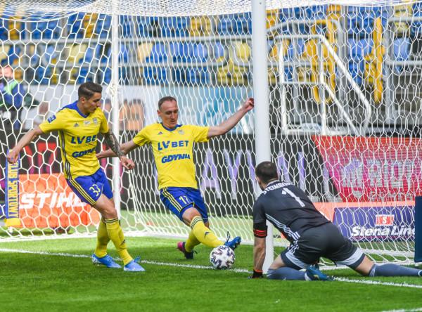 Arka Gdynia 14 lipca rozegra ostatni mecz w ekstraklasie przed własną publicznością w sezonie 2019/20. W nowym sezonie drużyna na nie pozwalać rywalom na tak wiele pod swoją bramką, być szybsza i bardziej dynamiczna.