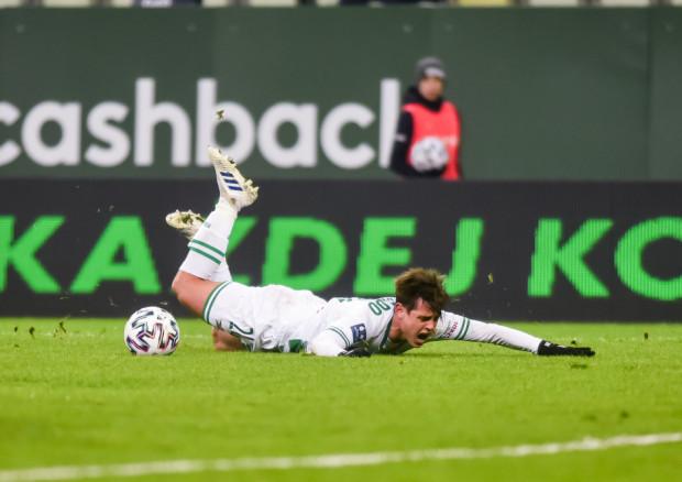 Lechia Gdańsk, przegrywając z Lechem w Poznaniu 2:3, straciła szanse na ligowy medal, a Conrado (na zdjęciu) skończył mecz z czerwoną kartką.