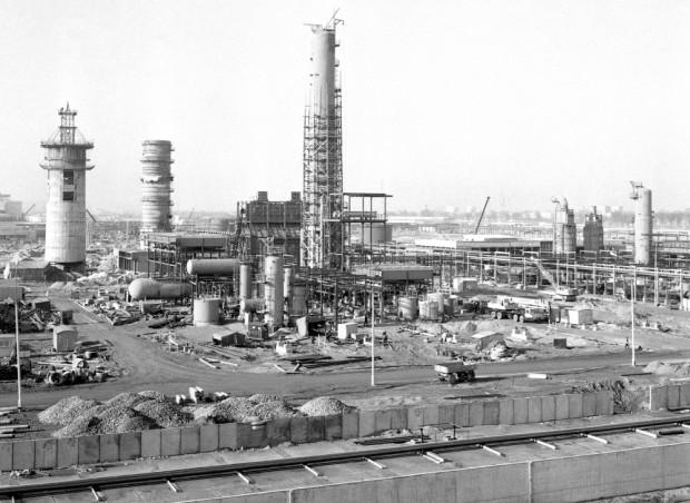 Decyzja Prezydium Rady Ministrów (nr 47/71) o budowie rafinerii w Gdańsku zapadła 5 maja 1971 roku.
