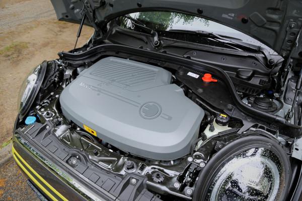184-konna jednostka elektryczna została zapożyczona od BMW i3s.