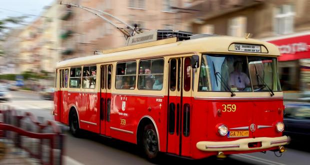 Trolejbus Skoda9Tr na ul. Świętojańskiej.