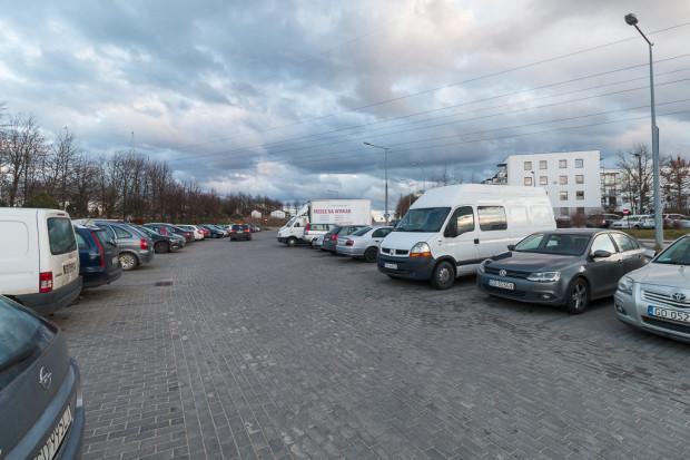 Na parkingu wyznaczonych zostanie 89 miejsc postojowych (w tym pięć dla osób niepełnosprawnych).