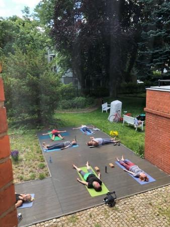 Joga w ogrodzie Muzeum Sopotu odbywa się trzy razy w tygodniu.