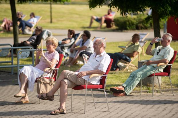 Na zielonym terenie przed Halą Ergo Arena można było oglądać m.in. koncert Andre Rieu wyświetlany na elewacji.