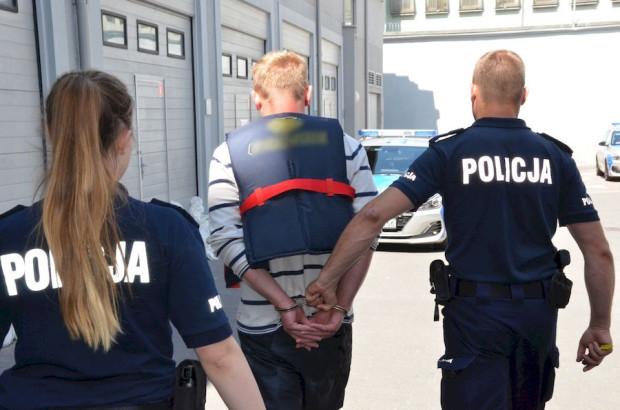 Mężczyzna próbował uciec przed policjantami.