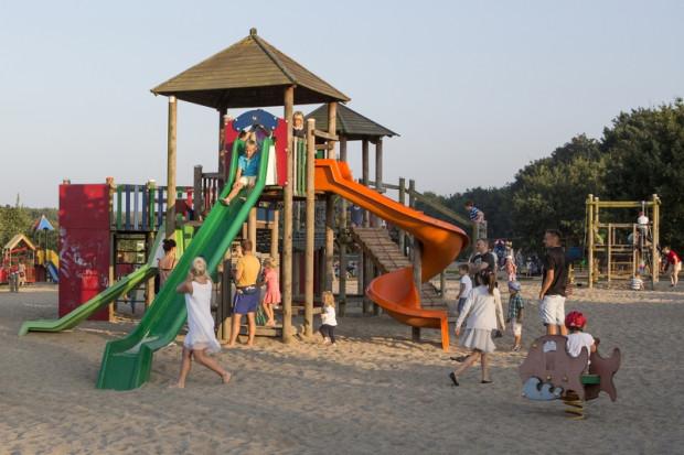 Na klasycznych placach zabaw dorośli pełnią jedynie rolę opiekunów. W parku Reagana powstanie jednak przestrzeń, w której sami będą mogli zrelaksować się na huśtawkach, hamakach czy trampolinach.