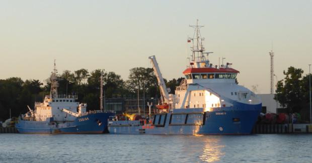 Zodiak II będzie wykorzystywany do transportu, obsługi, wymiany i kontroli pław morskich, do wykonywania pomiarów hydrograficznych z obróbką i opracowywaniem pomiarów, do holowania i lodołamania oraz jako jednostka wspierająca inne służby. Na zdjęciu także ponad 40-letni Zodiak.