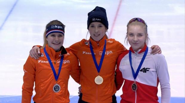 Kamila Stormowska (z prawej) na podium zawodów Pucharu Świata w Holandii. Czy w styczniu przyszłego roku zdobędzie medal przed własną publicznością?
