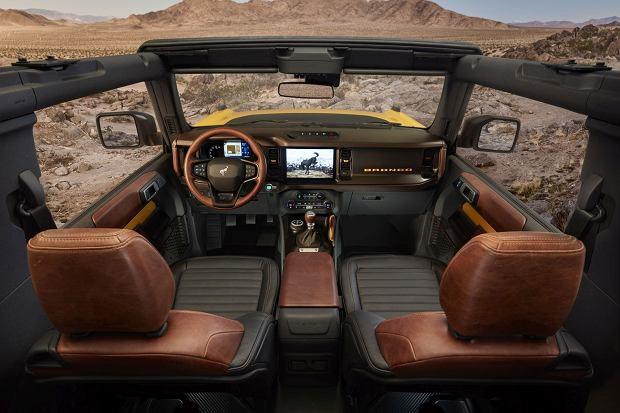 Interesujące wnętrze dwudrzwiowego Bronco
