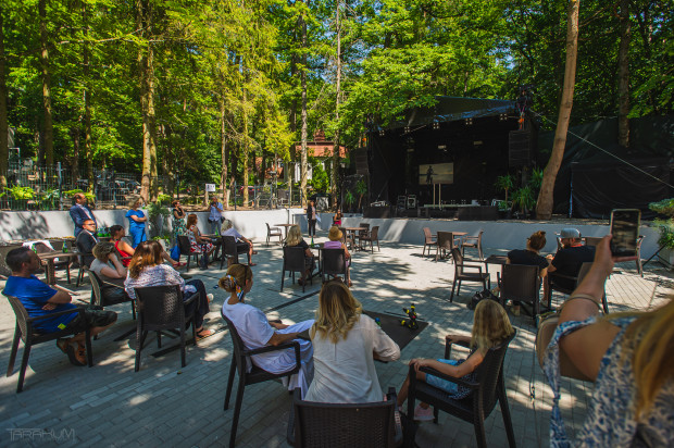 Lasy to nowa przestrzeń muzyczno-rozrywkowa. Regularnie odbywają się tu koncerty.