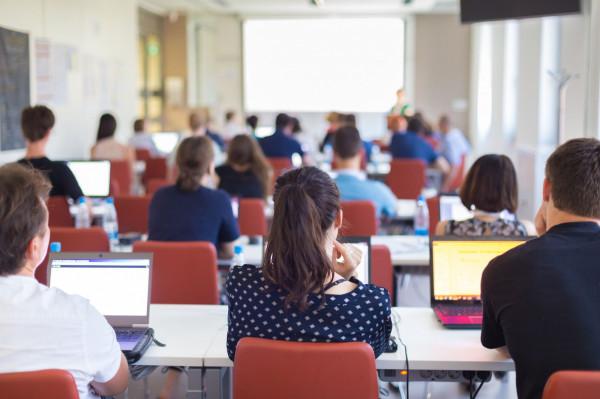 Pedagogiczne, medyczne, logistyczne, informatyczne - to tylko część kierunków, których absolwenci mogą poszerzyć swoje kwalifikacje lub zdobyć nowe umiejętności, decydując się na studia podyplomowe.