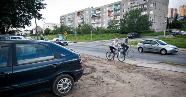 W ramach inwestycji powstanie nie tylko nowa nawierzchnia, ale też droga rowerowa.