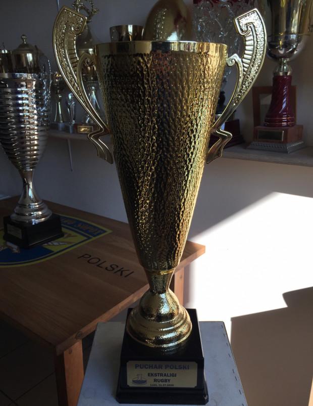 Puchar Polski Ekstraligi Rugby w kolekcji trofeów Ogniwa Sopot.