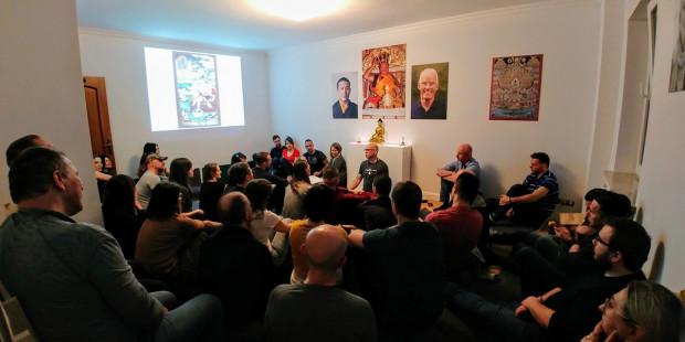 Wspólna medytacja w ośrodku Buddyjskiej Grupy Medytacyjnej Diamentowej Drogi Karma Kagyu w Gdyni.