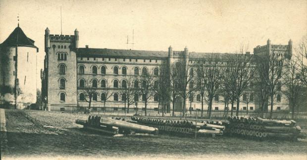 Tak dawne koszary prezentowały się na początku XX wieku.