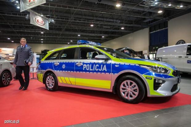 Być może kiedyś malowania radiowozów będą wyglądały właśnie tak. Póki co odblaski nie trafią na policyjne pojazdy.
