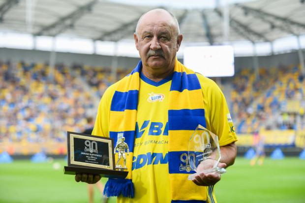 Janusz Kupcewicz z nagrodami dla najlepszego piłkarza 90-lecia Arki Gdynia. Od lipca już nie współpracuje z klubem.
