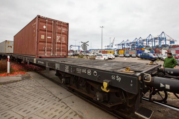 Przedstawiciele branży intermodalnej nie chcą dłużej ponosić opłaty manipulacyjnej za obsługę kolejową, pobieranej przez DCT.