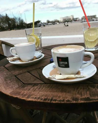 Gdyński Contrast Cafe to miejsce dla miłośników szant, ale i dobrej kawy.