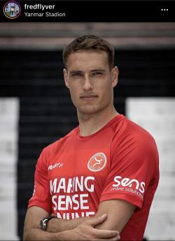 Fredrik Helstrup w nowych barwach.  Duńczyk, po trzech latach gry w Gdyni, przeniósł się do holenderskiego II-ligowca Almere City FC.