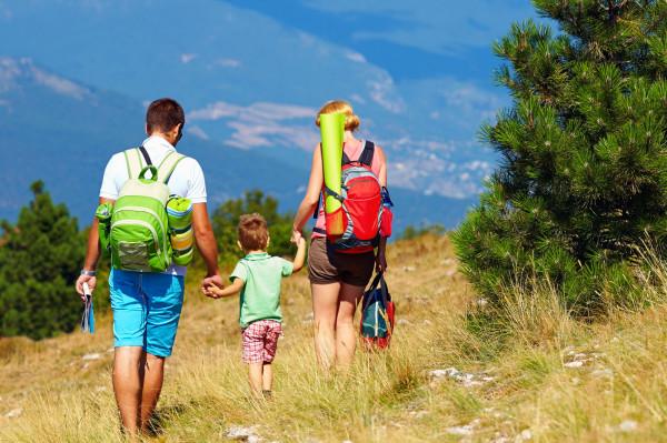 Świadczenie w formie bonu turystycznego będzie przyznawane na dziecko, na które przysługuje świadczenie wychowawcze lub dodatek wychowawczy Rodzina 500 plus.