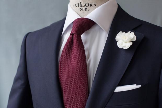 Zwykle to suknia panny młodej jest w centrum przygotowań do ślubu. Tym razem jednak zajmiemy się strojem pana młodego.