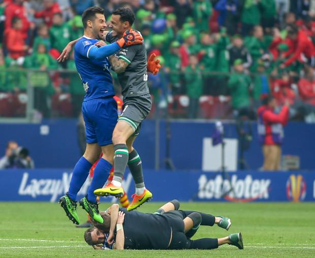Tak cieszył się Zlatan Alomerović po zwycięstwie Lechii Gdańsk w finale Pucharu Polski 2019.