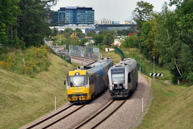 Obecnie Urząd Marszałkowski użycza SKM swoje pociągi do obsługi połączeń na linii PKM.