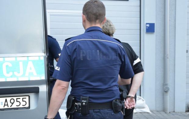 Policjanci zatrzymali kasjerkę kantoru.