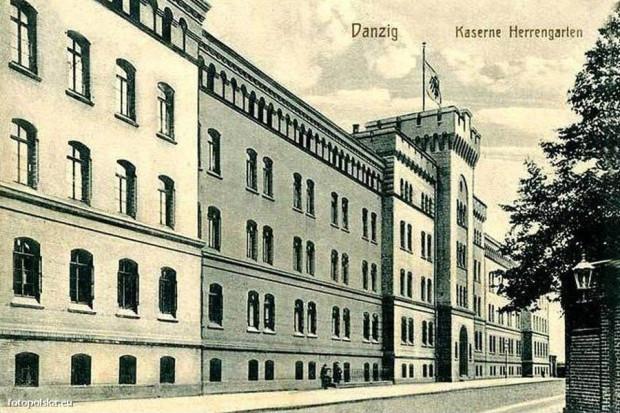 Rok 1915. Jak widać, budynek przetrwał do dzisiejszych czasów w niemal niezmienionej formie.