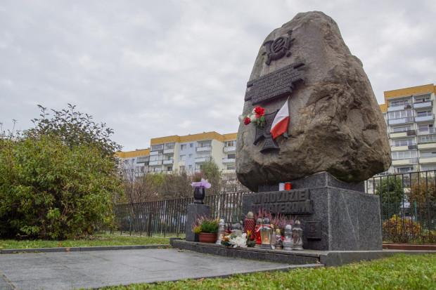 Pomnik upamiętniający miejsce, w którym znajdowała się mogiła rozstrzelanych przez Niemców polskich pocztowców.