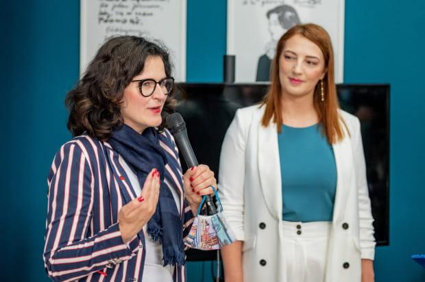 Aleksandra Dulkiewicz, Ewelina Puszkin podczas otwarcia centrum Wiedzy o Raku Piersi Fundacji OmeaLife.