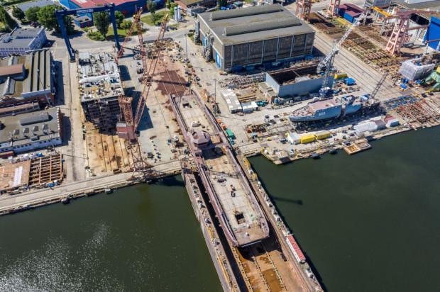 Do wodowania promu wykorzystano dok pływający z Gdańskiej Stoczni Remontowa SA.