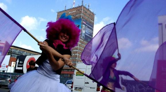 Kuglarze, bębniarze i tancerze wystąpią podczas parady, która w niedzielę o godz. 14 wystartuje spod kina Krewetka.