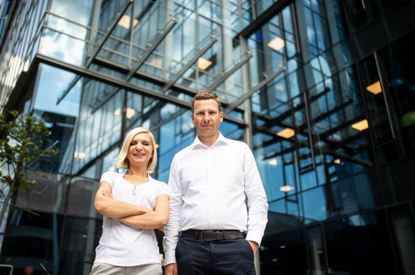7N stawia na ludzi z dużym doświadczeniem zawodowym. Misją firmy jest praca z top 3 proc. specjalistów na rynku. Na zdjęciu Magdalena Hennig, szefowa gdańskiego oddziału 7N i Grzegorz Pyzel, wiceprezes 7N w Polsce.