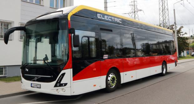 Do niedawna elektrobusy, jeśli pojawiały się w Gdyni, to tylko w ramach testów. Od 2022 roku mają na stałe wejść do taboru.