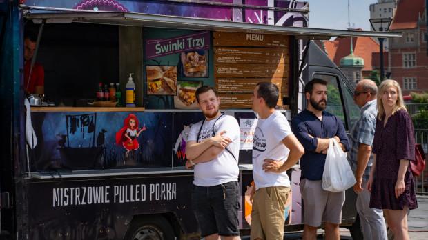 W sobotę i niedzielę o godz. 14 odbędą się zawody w jedzeniu na czas. Na śmiałków, którzy najszybciej zjedzą burgera lub frytki, czekają nagrody.