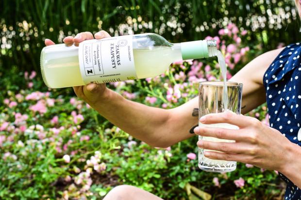 Funkcję naturalnego izotoniku spełnia także woda  brzozowa, klonowa czy kokosowa.