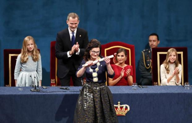 Prezydent Gdańska odebrała Nagrodę Księżnej Asturii w czerwcu ubiegłego roku podczas uroczystej gali z udziałem hiszpańskiej rodziny królewskiej w Teatro Compoamor w Oviedo.