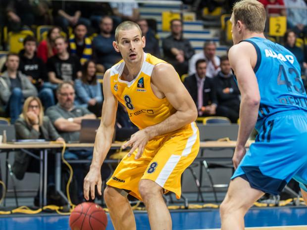 Filip Dylewicz (z lewej) był koszykarzem Asseco Arki Gdynia w sezonie 2018/19, jednak wówczas w większości stracił go przez kontuzję. Ten nadchodzący ma jego ostatnim w karierze.
