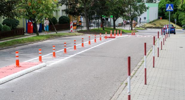 Prace drogowe przy ulicy Korzennej, które poprawią bezpieczeństwo i komfort pieszych.