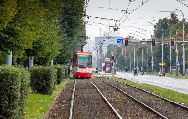 Jednocześnie z modernizacją tramwajów typu N8C oraz zakupu nowych pojazdów, GAiT zamierza całkowicie wycofać wysokopodłogowe pojazdy Konstal 105Na, które są w podobnym wieku, co N8C.