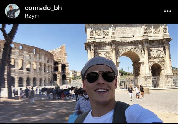 ...i Conrado w Rzymie bez maseczki.
