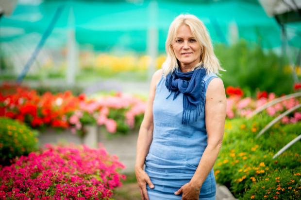 Nie robię tego, co inni ogrodnicy, bo nie mogłam patrzeć na ten wyzysk. Mam swoje kwiaty, mam swoje zioła i nie muszę patrzeć na pośredników, nie muszę co sezon zmieniać produkcji. Wybrałam inną, własną drogę - mówi Zofia Zienkiewicz.