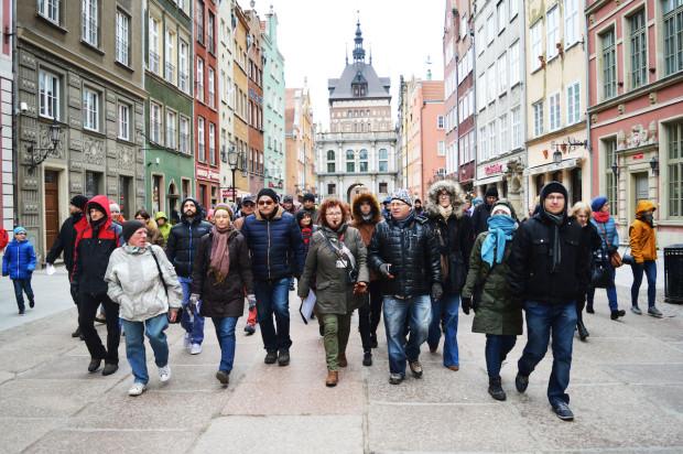 Gdańskie Miniatury to projekt IKM, który korzystając z formy spaceru połączonego z grą miejską z zagadkami, pozwala odkrywać dzieciom i dorosłym zainteresowanym historią Gdańska niezwykłe miejsca i postacie.