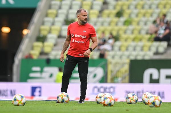 Maciej Kalkowski  (na zdjęciu) żegna się ze sztabem pierwszej drużyny Lechii Gdańsk, w którym z przerwami pracował od 2012 roku a przez 3 miesiące wspólnie z Tomaszem Untonem prowadził nawet zespół w trenerskim duecie.