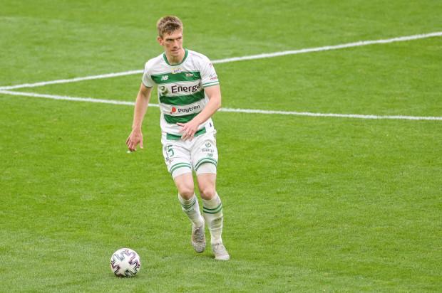 Michał Nalepa 2 lata temu był piłkarzem w Lechii niechcianym. Dziś obrońca jest najlepiej ocenianym przez naszych czytelników zawodnikiem biało-zielonych w sezonie 2019/20. Rozegrał w nim też najwięcej spotkań.